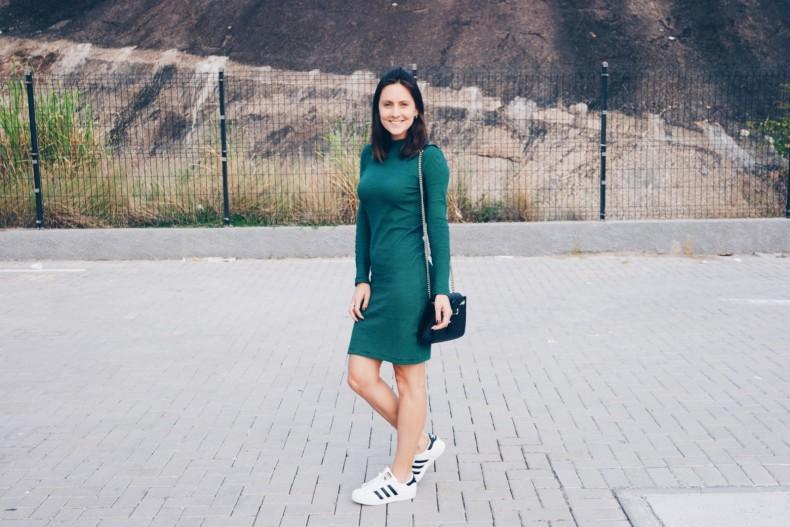 look-com-vestido-justinho-e-tenis