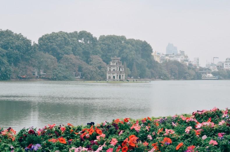 lago-hoan-kiem-em-hanoi-vietnam