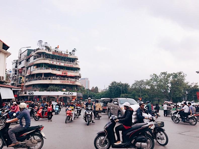 transito-de-hanoi-vietnam